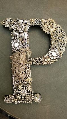 "bracelets repurpose Vintage Jewelry Repurposed A vintage jeweled letter ""P"" - Vintage Jewelry Repurposed A vintage jeweled letter ""P"" - Costume Jewelry Crafts, Vintage Jewelry Crafts, Jewelry Frames, Jewelry Tree, Button Art, Button Crafts, Button Canvas, Letter A Crafts, Ring Verlobung"