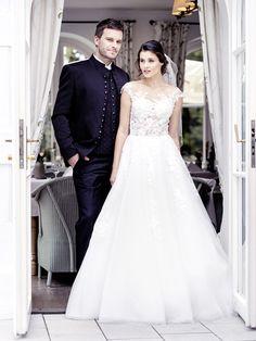 Trachtenanzug mit romantischen Hochzeitskleid kombiniert Elegant, Wedding Dresses, Mountain, Fashion, Dress Wedding, Wedding Dress, Bridal Gown, Kleding, Nice Asses