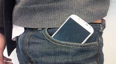 Microsoft postanowił podjąć współpracę z brytyjskim projektantem, Adrienem Sauvagem, by wprowadzić na rynek pierwsze spodnie, które ładują smartfony.