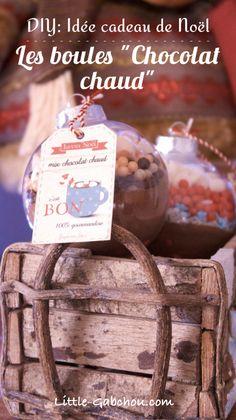 "Christmas gift idea to make yourself: the balls ""hot chocolate"" - Noël - noel Christmas Balls, Christmas Time, Christmas Crafts, Christmas Ornaments, Homemade Christmas Gifts, Xmas Gifts, Homemade Gifts, Diy Cadeau Noel, Scented Sachets"
