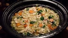 Kippensoep met noodles (Slowcooker) is een lekker recept, Ook kan je in de slowcooker lekkere soep maken. Kippensoep met noodles bijvoorbeeld.