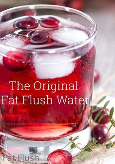 fat flush water - Ingredients 1 ounce pure unsweetened cranberry juice 7 ounces water Instructions Mix water and unsweetened cranberry juice together in a large glass. To save time during the day mix a full batch ounces) in the morning -- add 1 Smoothie Detox, Protein Smoothies, Weight Loss Drinks, Weight Loss Smoothies, Fat Flush Water, Unsweetened Cranberry Juice, Cranberry Juice Detox, Cranberry Juice Benefits, Fresh Cranberry Recipes