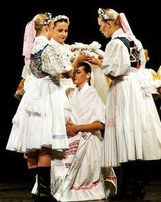 Slovakia Folk Embroidery, Embroidery Designs, Heart Of Europe, Bridesmaid Dresses, Wedding Dresses, Folk Art, Culture, Image, Poland