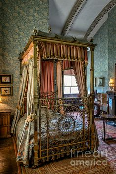 Mansion Bedroom ©Adrian Evans