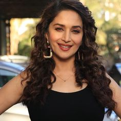 Mesmerizing Queen😍 The wavy hair is such a vibe💫 Indian Heritage, Madhuri Dixit, Timeless Beauty, Beautiful Indian Actress, Wavy Hair, Bollywood Actress, Indian Actresses, Close Up, Queen