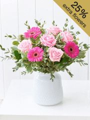 Buy stunning flowers from Interflora. Beautiful flowers for whatever the occasion. Pink Gift Box, Pink Gifts, All Flowers, Beautiful Flowers, Happy Birthday Country, Flower Centerpieces, Flower Arrangements, Rose And Lily Bouquet, Flower Meanings