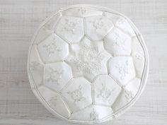 moroccan pouf white. dar amïna shop