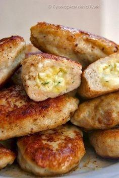 ИсточникGreat Food • Лучшие Рецепты  Котлеты с очень вкусной начинкой!Понадобится:Для фарша:-500 куриного фарша-1 луковица-1-2 зубчика чеснока-хлеб (по вкусу)-1 яйцо-соль,перецДля начинки:-100-150 г …