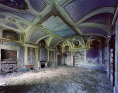arpeggia: Thomas Jorion - Forgotten Palaces, Italy, 2009-2011 Click each image for details.