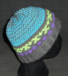 Bonnet femme / fille tricoté et brodé main