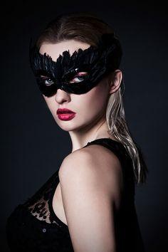Showcase a beautiful Photo Retouching Feather Mask, Mask Girl, Lace Mask, Beautiful Mask, Venetian Masks, Masquerade Party, Masquerade Masks, Photo Retouching, Black Feathers