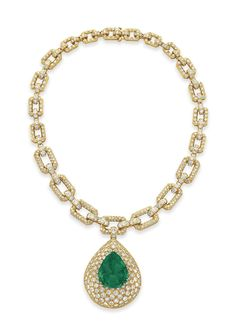 AN EMERALD, DIAMOND AND GOLD PENDANT NECKLACE