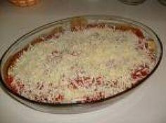 Receita de Lasanha de Berinjela - lasanha em água e sal. Escorra as fatias de beringela e frite-as em óleo quente. Numa forma refratária, arrume camadas de lasanha, beringela,...