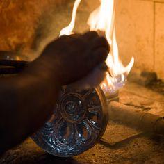 Eine Hamamschale aus Kupfer wird verzinnt und poliert. Copper