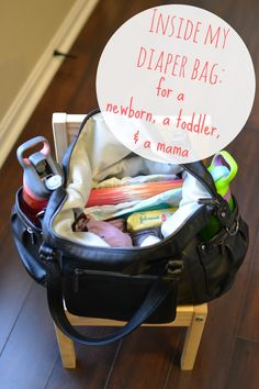 What's in my Diaper Bag (for a newborn, toddler, and a mama)!