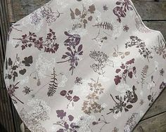 johaninka / Kvety fialové,hnedé na režnom podklade š. 140cm poťahovka