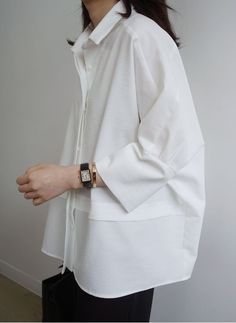 oversize womens clothing casual look in white shirt – Mode für Frauen Looks Street Style, Looks Style, Looks Cool, Style Casual, Casual Looks, Trendy Style, Look Fashion, Womens Fashion, Fashion Tips