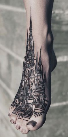 5 Unique Tattoo Ideas For Design And Architecture Lovers #architecture #detailedtattoos #tattooinspo #geometry #structure #perfection