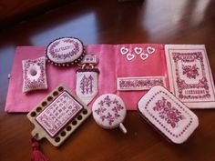 Another lovely handmade sewing kit Sewing Kit, Sewing Tools, Marie Suarez, Cross Stitch Finishing, Sewing Baskets, Needle Book, Sewing Accessories, Pin Cushions, Diy And Crafts