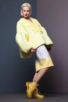 Xiao Li – Gagnante 2013 du Diesel Award à Trieste (Italie). «Modern Knit». C'est comme cela que la designer Xiao Li définit son esthétique et cette collection ét…