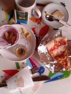 Super brunch table, H10AM. (Pizza 2^ in1month). 40gr x slice of Margherita Regina classic cheese and tomato base - Müller cherry #sugar#pink - green tea x 150ml small cup - little bit of fonzies chips cheese, biscuit & avena - Tequila beer #digestive 10cl X.  I; 250k.5/2fat.5fiber.16carb.6sugar.9protein. = super energy…