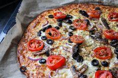 Pizza na spodzie z cukinii to nasz kolejny przepis z wykorzystaniem tego warzywa. OMG jakie to jest smaczne i jakie serowe... pizza z cukinii Pizza M, Zucchini, Kitchen Magic, Snack Recipes, Snacks, Vegetable Pizza, Food To Make, Meal Planning, Good Food