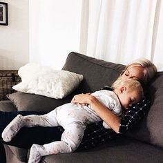 Shared by Zahraa A. Find images and videos about baby, family and mom on We Heart It - the app to get lost in what you love. Cute Family, Baby Family, Family Goals, Family Life, Cute Kids, Cute Babies, Future Mom, Baby Kind, Mom And Baby