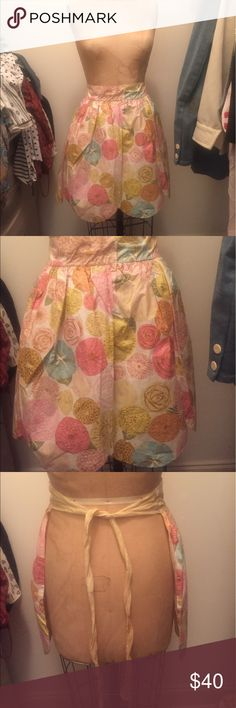 Vintage 1950s/60s reversible apron Beautiful floral print apron from the 50s or 60s, reversible part has yellow mesh material on top of the floral water resistant part of apron Other