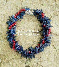 Esta noche es de combinaciones clásicas que funcionan y como el verano esta cerca este dúo es trendy.  El azul fresco del lapizlazulí con el rojo vibrante del jaspe hacen de este diseño ideal para ti. Cómo lo combinarias tu?  Fotkgrafía: @klebersoriano  be DIFFERENT choose an #kk #fashion #moda #natural #gemstone #necklace #bijoux #bisuteria #publicidad #ads #photography #handmade #Sony #cybershot #design #designer #emprendedor #Ecuador #estilo #style #fashionista #marketing #socialmedia