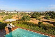 Profitez de la vue sur la mer et le cadre magnifique de votre villa individuelle avec piscine privée.