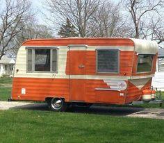 Tiny Trailer - Vintage Camper - Travel Caravan <O> Retro Caravan, Vintage Campers Trailers, Retro Campers, Vintage Caravans, Camper Trailers, Vintage Motorhome, Caravan Decor, Tiny Trailers, Caravan Ideas