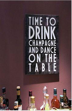 Warum die Flaschen im Schrank verstecken! Mit dem passenden Bild werden Sie zum Hingucker im Wohnzimmer!