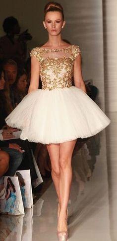üzeri parlak kısa abiye elbise modeli