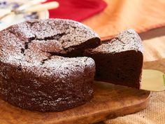 ほんの少しの違いで「ガトーショコラ」が劇的においしくなる!プロが実践している意外なテクニックを公開 Cakes To Make, How To Make Cake, Japanese Roll Cake, Japanese Sweets, Sweets Recipes, Cake Recipes, Kawaii Dessert, Chocolate Sweets, Low Carb Sweets