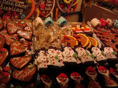German Christmas Market Gingerbread Men and Hearts. Love the icing. Gingerbread hearts are very common in the south of Germany / Bavaria.