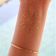 tattoo muster goldene sonne goldenes armband tattoo das den sommer vorstellt ideen urlaub