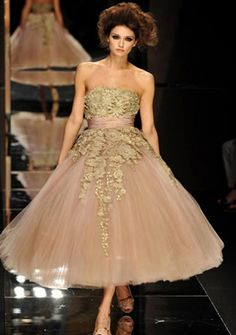 Ball Gown Strapless Tea-length Tulle Homecoming Dresses. Who made this? I love it..