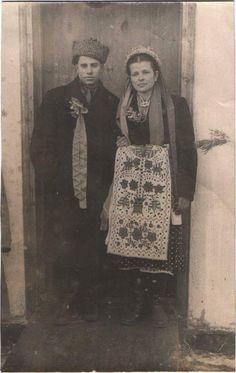 Retro Photography, Human Head, Cylinder Shape, Shape And Form, Headdress, Pin Collection, Ukraine, Folk, The Past