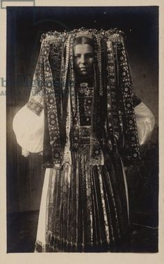 Young girl at Velky Lom in southern Slovakia | ca. early 1900s | © Look and Learn / Elgar Collection