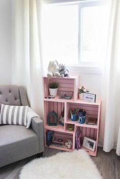 Use wooden crates and spray paint in a unique way to make some b - : DIY Crate Bookshelf - Wow! Use wooden crates and spray paint in a unique way to make some b - Cute Dorm Rooms, Cool Rooms, Kids Rooms, Room Kids, Cheap Home Decor, Diy Home Decor, Decor Crafts, Home Decoration, Crate Bookshelf