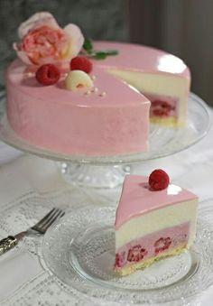 "Raspberry Lychee Rose Cake ""Ispahan"" - Maren Lubbe - Delicious Delicacies Raspberry Lychee Rose Cake% 22 6 Himbeer-Lychee-Rosen Torte ""Ispahan"" – Maren Lubbe – Feine Köstlichkeiten 36 Source by Mirror Glaze Recipe, Mirror Glaze Cake, Sweet Recipes, Cake Recipes, Dessert Recipes, Bolo Tumblr, Torte Cake, Fancy Desserts, Sweet Cakes"