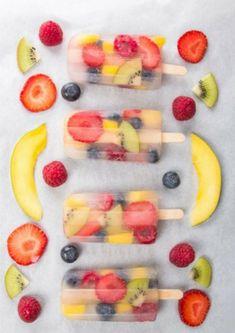 Popsicles (also Eis am Stiel) sind in diesem Sommer Trend – natürlich selbstgemacht. Am besten mit erfrischendem Kokoswasser, das ist gesund und lecker zugleich