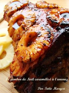 Christmas ham, for a successful Christmas Eve - This recipe for caramelized Christmas ham with pineapple is a traditional Martinique dish … To be - Haitian Food Recipes, Cuban Recipes, Meat Recipes, Gourmet Recipes, Healthy Food Essay, Healthy Food Quotes, Carribean Food, Caribbean Recipes, Christmas Ham