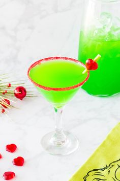This Grinch Cocktail recipe is the perfect green drink to serve to guests at your Christmas party. It is easy to make and is inspired by Dr. Seuss s classic holiday character - Mr. Christmas Drinks Alcohol, Christmas Cocktails, Holiday Drinks, The Grinch Cocktail Recipe, Cocktail Recipes, Cocktail Ideas, The Grinch Drink, Cocktail Drinks, Fun Drinks
