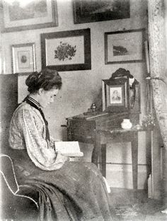 Victorian and Edwardian Interior – 38 rare photos show everyday life of people in their houses over 100 years ago.