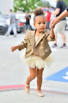 Keeping Up With Kimye — North arriving at her dance class in Tarzana, CA -...