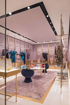 Baciocchi Associati upsizes luxury lingerie and fashion brand La Perla's boutique on the city's most fashionable street.
