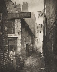 Old Vennel Off High Street, Glasgow - Thomas Annan (British, 1829–1887) 1868.