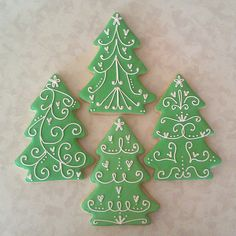 Galletas - Cookies - Pretty and simple Christmas trees - by Sugar Cookie Creations So. Christmas Tree Cookies, Iced Cookies, Christmas Sweets, Noel Christmas, Christmas Goodies, Holiday Cookies, Christmas Cooking, Simple Christmas, Christmas Decor