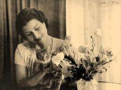 Oum Kulthoum Egyptian Women, Arabic Women, Arab Celebrities, Egyptian Actress, Old Egypt, Detail Art, Classical Music, Old Pictures, Vintage Photos